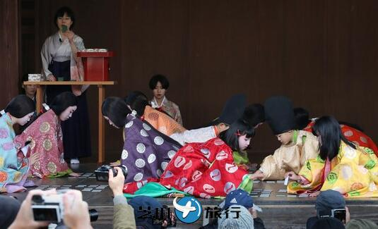 """日本京都八坂神社""""歌牌开始仪式"""" 以平安时代装束过招"""