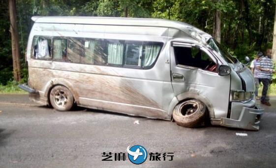 泰国拜县高速路发生车祸 县长医院探望中国游客