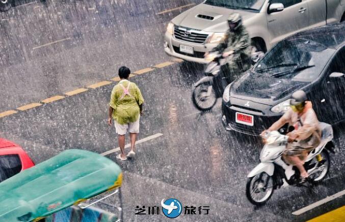 提醒雨季来泰国旅游的中国游客注意涉水安全