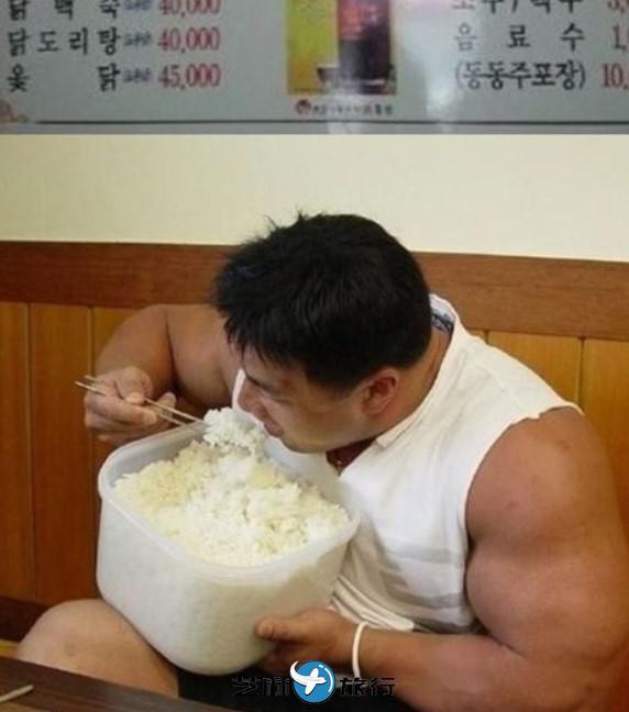 去到韩国首尔旅游 知道了韩国首尔人为什么不端碗吃饭